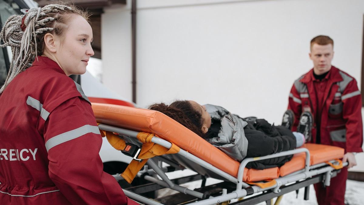 Az Egyesült Királyság kormánya szerint több mint 240 ember halt meg röviddel a COVID oltás után!