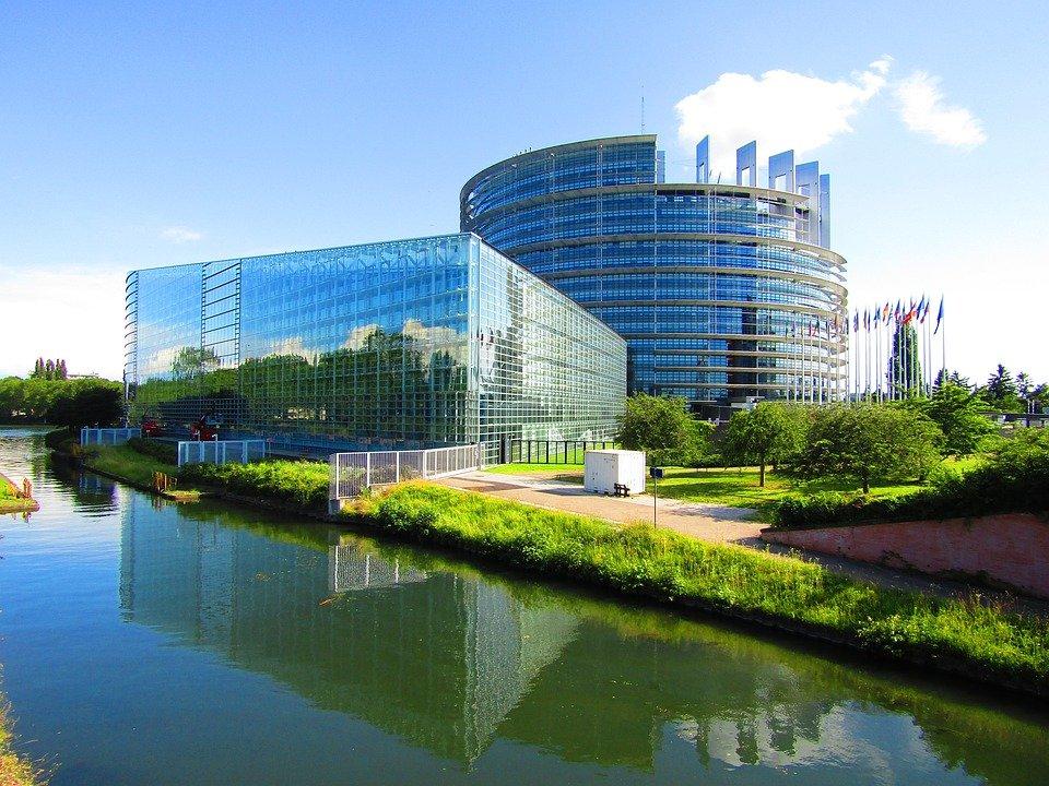 Jó hír Strasbourgból: a COVID 19 oltást ne tegyék kötelezővé!!