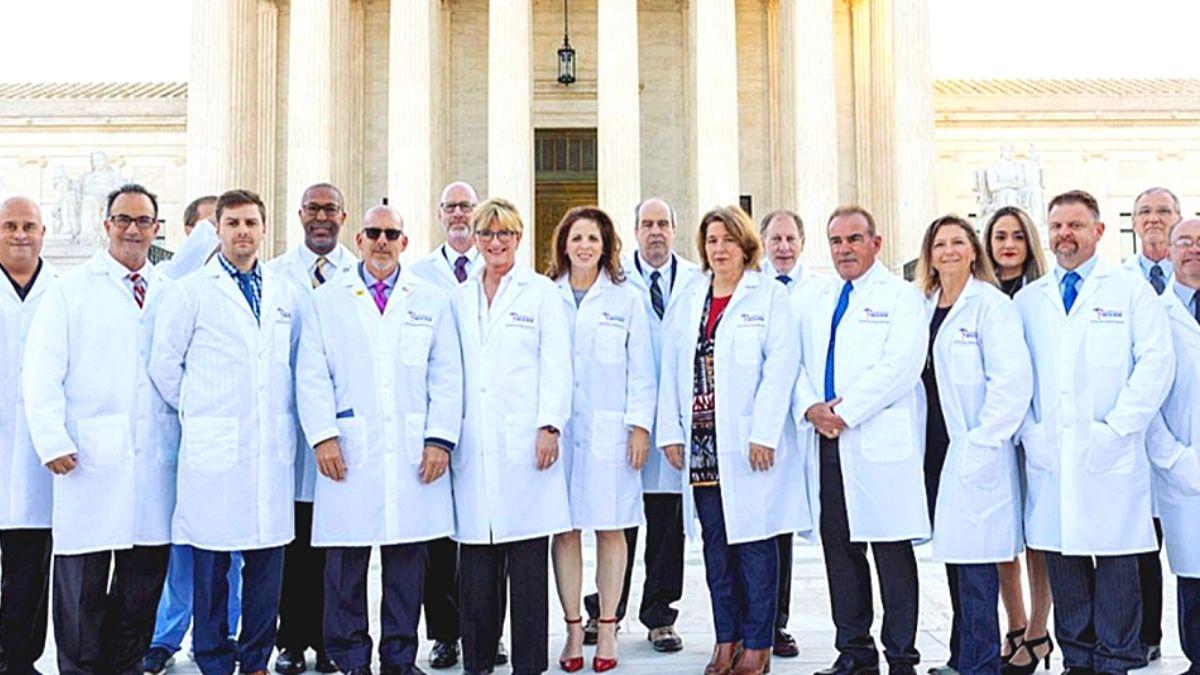 Amerikai orvosok tiltakozása a gyermekek beoltása ellen